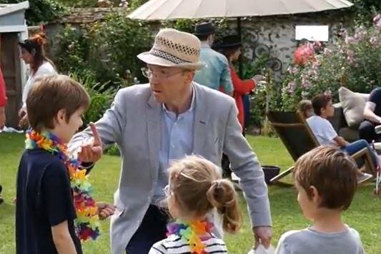 Hugo Caszar lors d'une garden-party