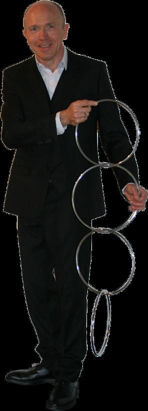 Hugo Caszar présentant le tour des anneaux Chinois